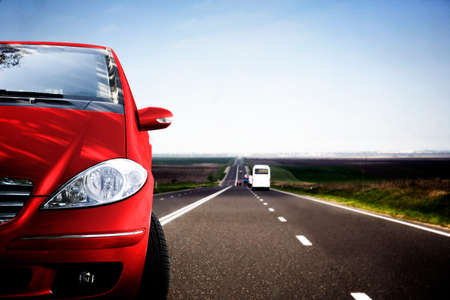 rental: Coche r�pido en la carretera.