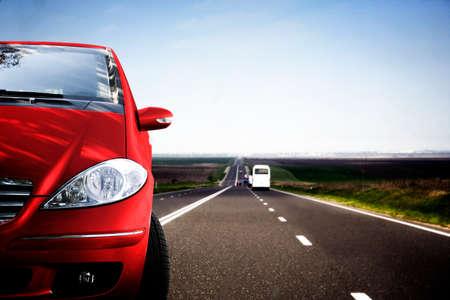 Schnelle Auto an der Straße. Standard-Bild - 37208079