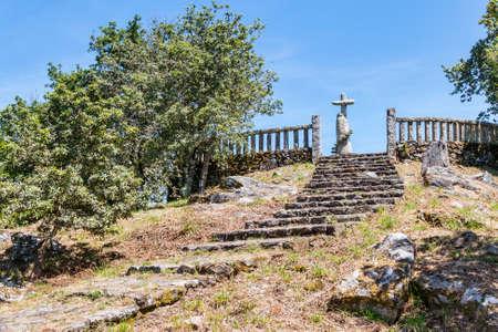 Cobas 마을, Meanho 마을에서 샌 Cibran 관점 위쪽에 소박한 십자가