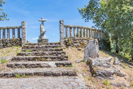 크로스바와 계단이 Cobas 마을, Meanho 마을에있는 San Cibran의 관점으로 등반
