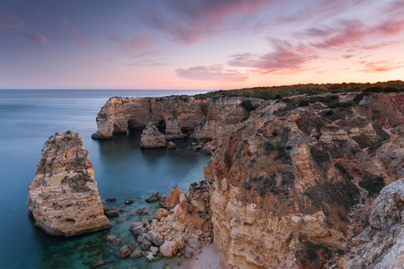 Amazing sunset at Marinha Beach in the Algarve, Portugal. Landscape with strong colors of one of the main holiday destinations in europe. Summer tourist attraction. 版權商用圖片