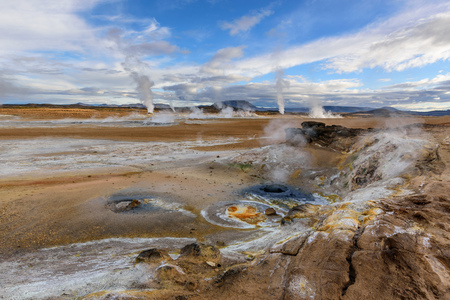 Amazing landscape in the north of Iceland near Lake Myvatn. Panoramic view in myvatn geothermal area. Beautiful landscape in Iceland in an area of active volcanism. 版權商用圖片 - 122978612