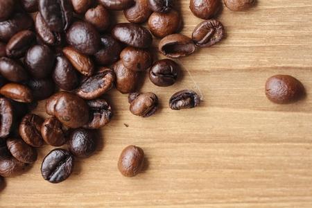 coffeetree: Coffee bean on grunge wooden background
