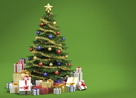 Completamente decorado árboles de Navidad con muchos regalos aisladas sobre fondo verde con espacio de copia a la derecha