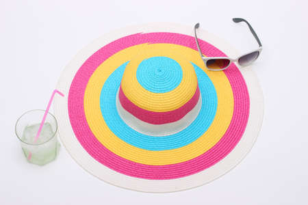 Colorido sombrero y gafas de sol