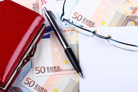 Cincuenta euro y la pluma