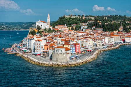 Localidad mediterránea de Piran, en la costa eslovena Foto de archivo - 34109318