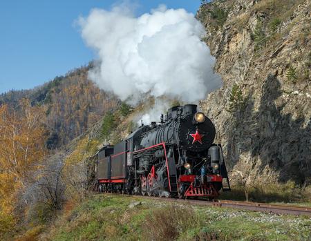 古い蒸気環バイカル鉄道の機関車