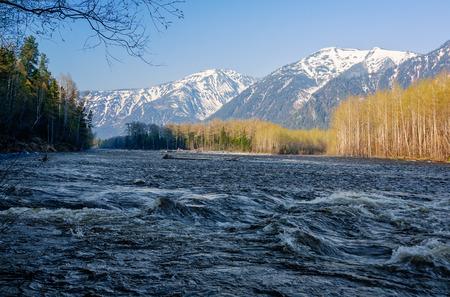 River Snezhnaya in mountains ridge Khamar-Daban Imagens