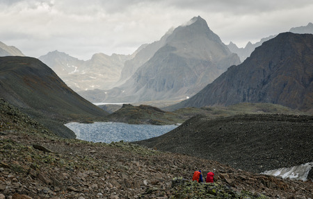 Tourists in the mountains ridge Kodar Imagens