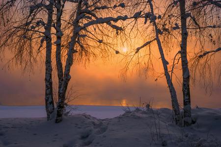 Sunset at the river Angara in town Irkutsk Imagens