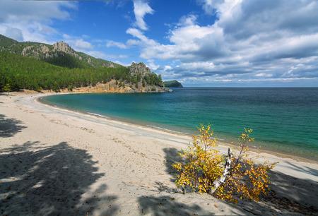 Sandy Bay in autumn on Lake Baikal Imagens