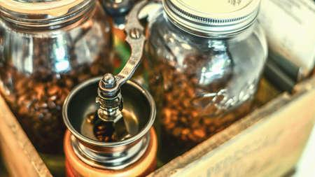 molinillo: Mano Grinder y grano de café