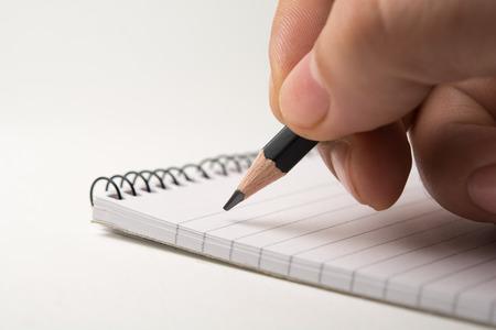nota de papel: Escribir en la libreta. cerca, aislado en fondo blanco Foto de archivo