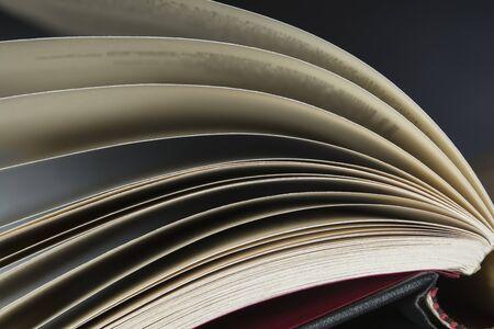 folleto: Cierre en las p�ginas de un libro abierto