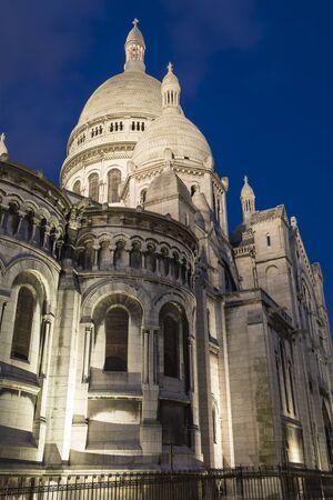 sacre coeur: Basilica of Sacré-Coeur in Montmartre at dusk