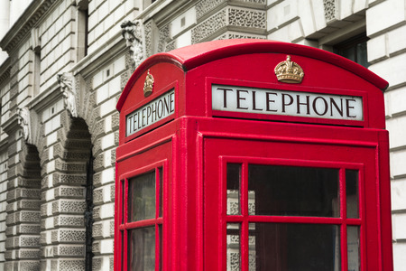 Red telephone booth in Westminster, London, England Standard-Bild