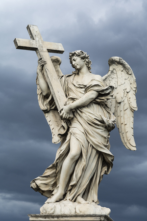 Angel with the Cross, one of the ten statues at bridge of angels in Rome, against stormy sky Standard-Bild