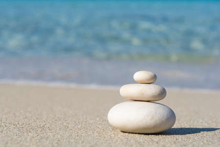 Balanced pebbles on a the beach, close up Standard-Bild