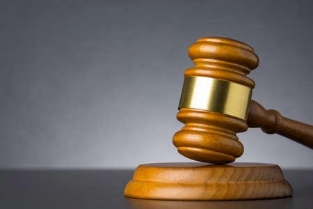 Wooden judge gavel against grey background , close up. Standard-Bild
