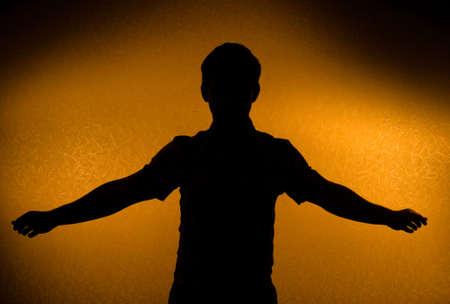 intention: Perc�e - m�le silhouette � bras ouverts (retour l�gers) Banque d'images