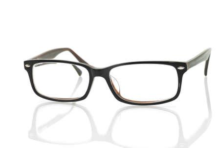 glass eye: Modernas gafas con la reflexi�n sobre fondo blanco