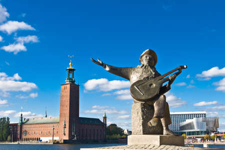 Evert Taubes monument and Stockholm city hall in summer
