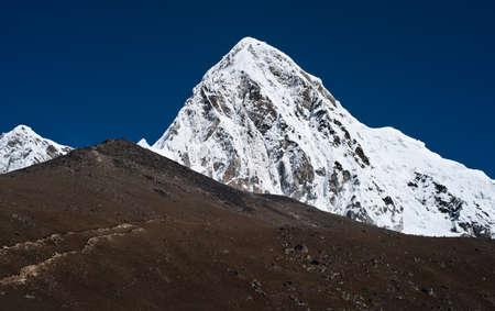 ri: Kala Patthar and pumo ri mountains in Himalayas. Nepal (5100-5200 m) Stock Photo