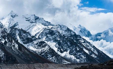山と氷河ヒマラヤ山脈の遠くないの Gorak shep とエベレスト ベース キャンプ 写真素材