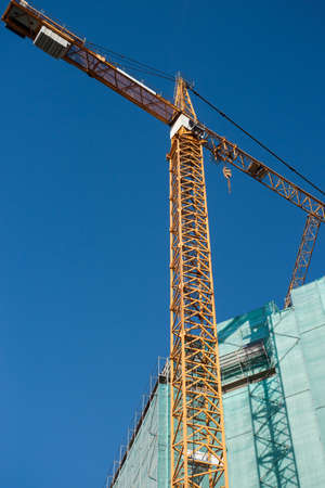 buiding: Construction site: crane and unfinished buiding. Large resolution