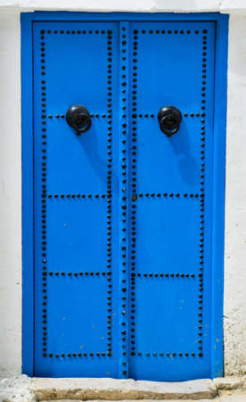 Porte bleue traditionnelle de Sidi Bou Said en Tunisie. Grande r�solution photo