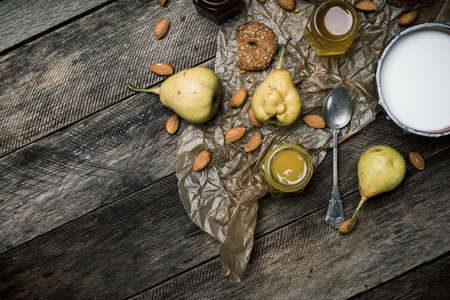 herfst eten: pears Cookies and yoghurt on wooden table. Rustic style and autumn food photo