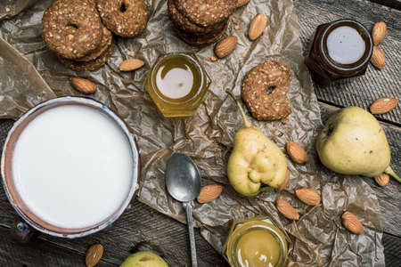 herfst eten: Cookies pears and yoghurt on wooden table. Rustic style and autumn food photo