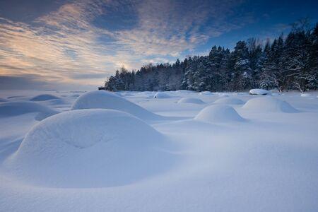 Schneereichen Winter Vormittag Standard-Bild - 8679720
