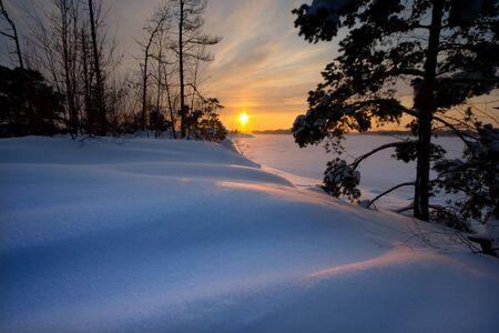 Sonnenuntergang und Schnee Standard-Bild - 8898898