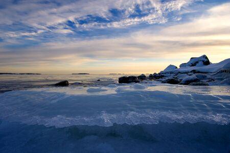 Eis und Wolken Standard-Bild - 8898511