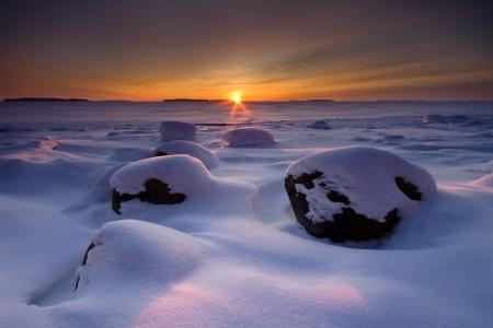 Winter sunrise in den Strand in den frühen Morgenstunden Standard-Bild - 14485066