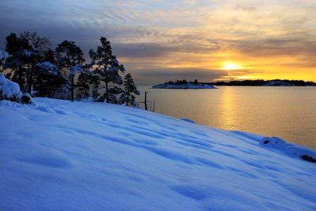Kalten Winterabend Seelandschaft mit Sonnenuntergang Standard-Bild - 16914924