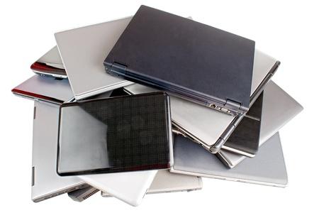 Stapel von Laptops, isoliert auf weiß Standard-Bild - 20447848