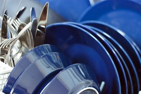 Geschirrspüler Nahaufnahme mit Reinigungs-Geräte