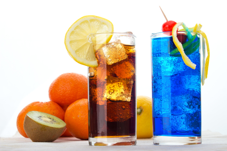 Two different drink with ice cubes and fruits Standard-Bild - 107346248