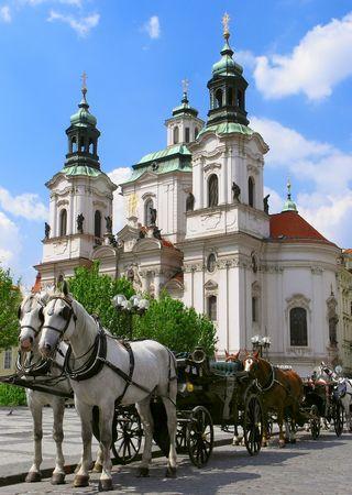旧市街広場プラハ、チェコ共和国での馬
