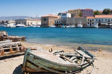 古いは、ハニア港のボートを破壊しました。クレタ島, ギリシャ
