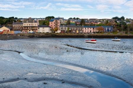 Ebbe im Hafen von Kinsale. County Cork, Irland Standard-Bild - 8301300