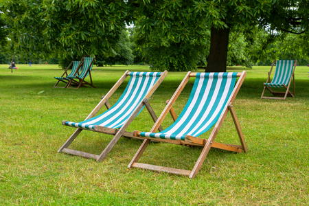 hyde: Empty deckchairs in Hyde Park  London, England Stock Photo