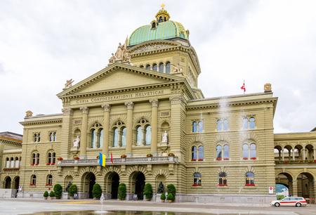 Blick auf das Haus des Parlaments (Bundeshaus). Bern, Schweiz, Europa Standard-Bild - 23668393