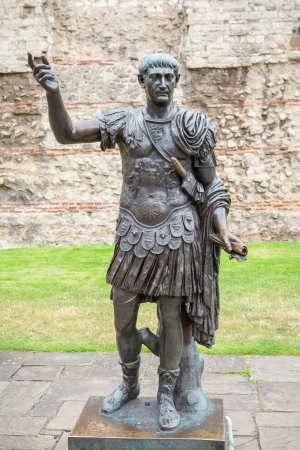 Estatua de bronce del emperador romano Trajano. Londres, Inglaterra Foto de archivo