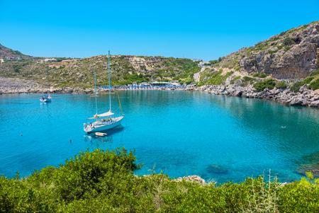 Blick auf Ladiko Bucht und Strand. Rhodes, Dodekanes Inseln, Griechenland, Europa Standard-Bild