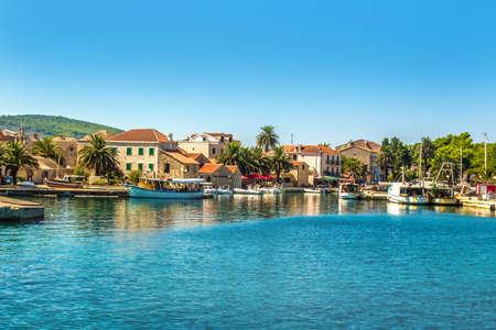 Croatia - island of Hvar. Port and buildings of the city of Sucuraj. Standard-Bild