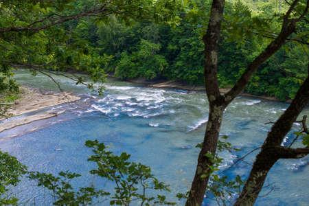 De stroomversnellingen van een bergrivier.